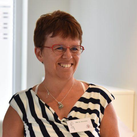 """""""Heeft de geneeskunde nog een toekomst?"""" vraagt Dr. Els Pieters in een open brief aan minister van Volksgezondheid en Sociale Zaken Maggie De Block."""